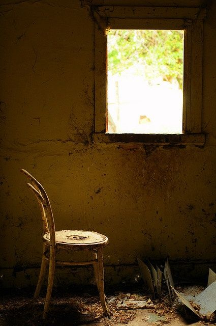 inside old abandoned mansions   Window seat Inside an old abandoned house somewhere near Bothwell ...