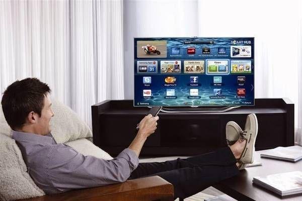 É possível fazer essa conexão usando um cabo, que é mais barato de comprar, seja via HDMI, que transmite áudio e vídeo em alta resolução ou até o DVI, para computadores mais antigos. Já o Chromecast é uma opção de preço mais alto, que funciona sem fio, enquanto o DLNA precisa se conectar à rede Wi-Fi. Quer saber outros modos de conectar o PC à TV? Confira seis dicas. http://www.blogpc.net.br/2016/11/6-maneiras-de-conectar-o-PC-a-uma-TV.html #PCs #TVs