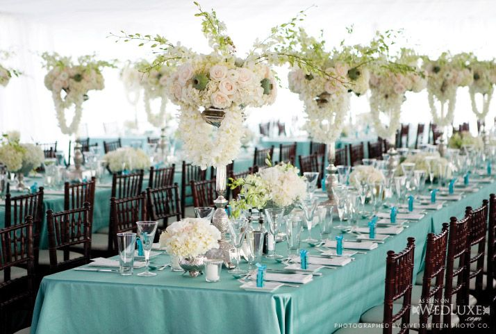 blue and white: Decor Wedding, Floral Flowers, Tiffany Blue, Wedding Colors, Flowers Ideas, Floral Arrangements, Long Tables, Tables Decor, Blue Wedding