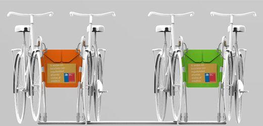 La diferencia con otras iniciativas semejantes es que este nuevo aparcadero logra reducir su huella de carbono en un 76%, al seleccionar sólo materiales y tecnologías de bajo impacto, con una logística de transporte que no requiere más que de tracción humana.