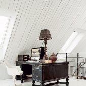 bureau sous les toits, toiture, bureau noir, parquet blanc, bureau chiné