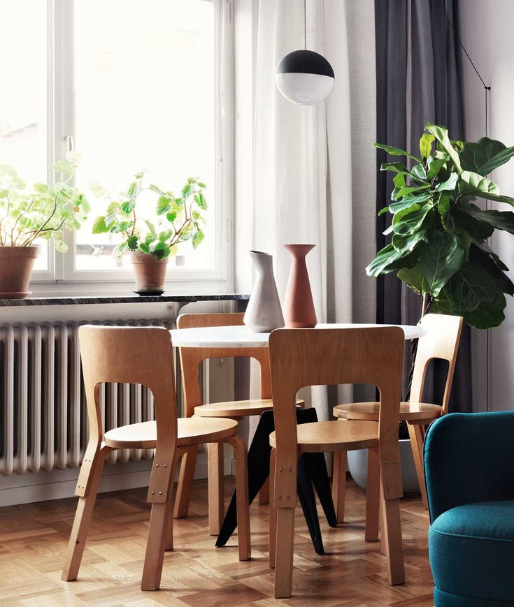 Alvar Aalto dining table & chairs