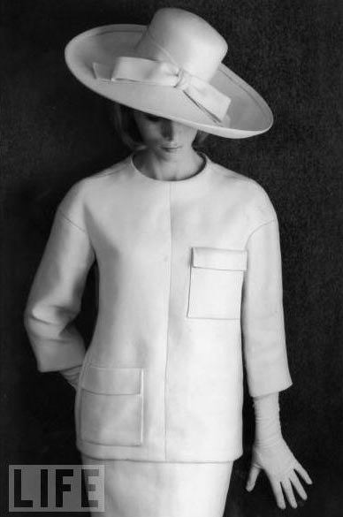 1964: Vintage Elegance Sexy, Yves Saint Laurent, Vintage Fashion, 60 S Fashion, White Linens, Vintage Hats, 60S, Photo, 1960 S
