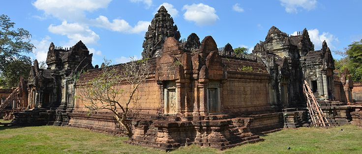 Banteay Samré (Khmer: ប្រាសាទបន្ទាយសំរែ) is a temple at Angkor, Cambodia located east of the East Baray. Built under Suryavarman II[1]:119 and Yasovarman II in the early 12th century, it is a Hindu temple in the Angkor Wat style.  Named after the Samré, an ancient people of Indochina, the temple uses the same materials as the Banteay Srei.