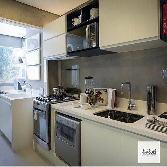 decoracao cozinha e area de servico integradas:Cozinha integrada com a área de serviço, destaque para os planejados
