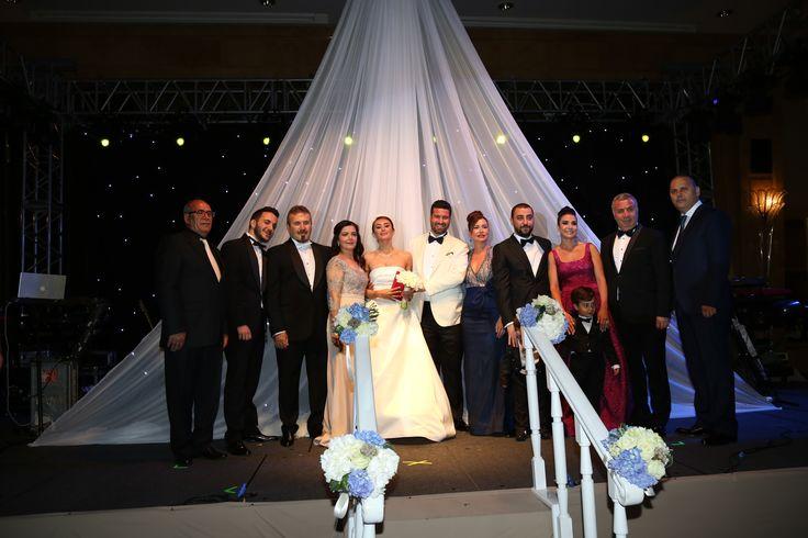 EFE GÜR-PINAR ÖNER ÇİFTİ EVLENDİ- Justiniano Otel Yönetim Kurulu Üyesi Efe Gür ile Yaşam Koçu Pınar Öner evlendi. Ankara Sheraton Otel'de gerçekleşen düğün davetinde, cemiyet hayatının önde gelen isimlerinin de katıldığı çok sayıda davetli yer aldı.