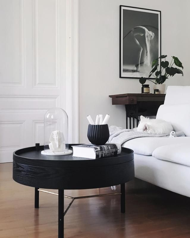 Delightful Black Is My Happy Colour #menuturningtable #skandinavisch #interior #altbau  #schwarz # Good Looking
