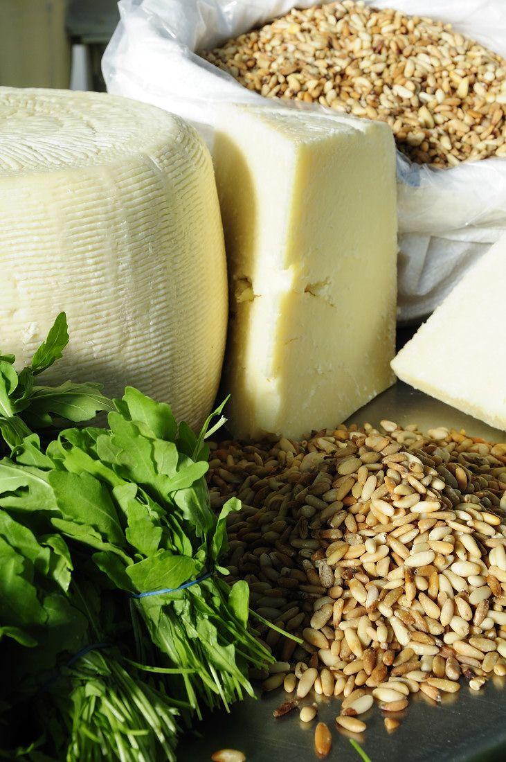 Preparazione della Crema di rucola #Montanini: pecorino, pinoli e rucola freschissima!!! Preparation Rucola sauce: pecorino, pine nuts and fresh rocket!!!