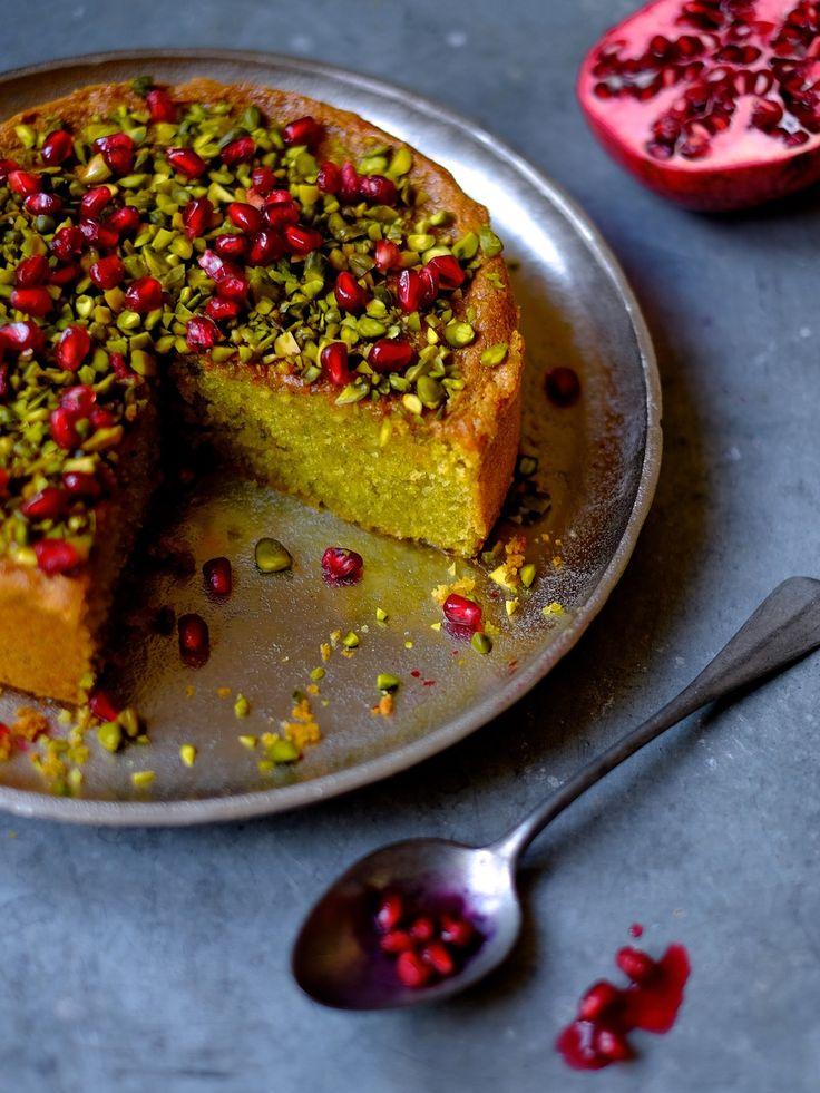 Pistachio sponge cake with pomegranate