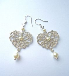 Ehi, ho trovato questa fantastica inserzione di Etsy su https://www.etsy.com/it/listing/174151294/tatting-lace-jewelry-silver-earrings