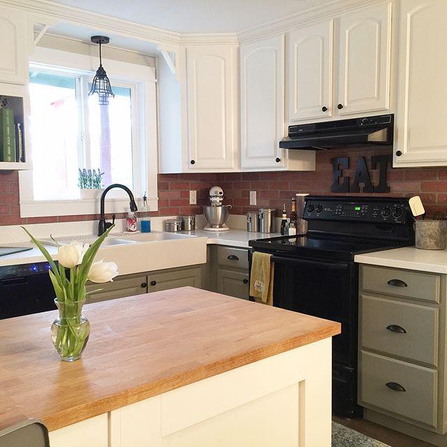 Fixer Upper Kitchen Backsplash: Brick Backsplash / DIY Kitchen Updates / Painted Cabinets