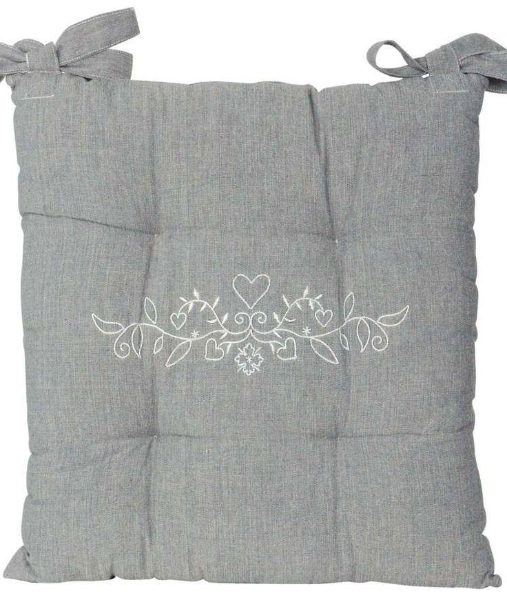 Coussin de chaise brodé  Coussin de chaise capitonné ! Coussin de chaise motif très tendance à l'âme d'une résidence royale à votre salle à mange, confortable et chaleureux. Les attaches sont résistantes est conçu pour maintenir votre coussin bien en place pour une bonne assise. Coussin de chaise fabriquer dans un tissu toile à matelas coordonné à nos nappes, serviettes de table et différents accessoires ...