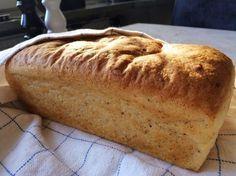 Mjukt, luftigt och gott formbröd som passar bra att rosta. Glutenfritt rostbröd 25 g jäst 4 dl vatten 1/2 msk fiberhusk 2 msk olja 1 ...