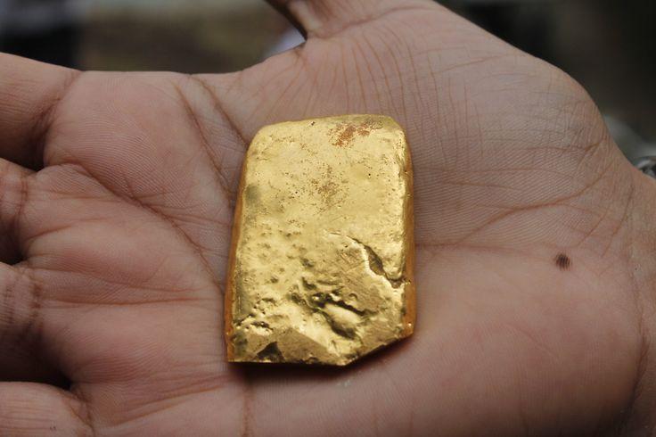 zlatý ingot z certifikovaného dolu Iquira v kolumbii