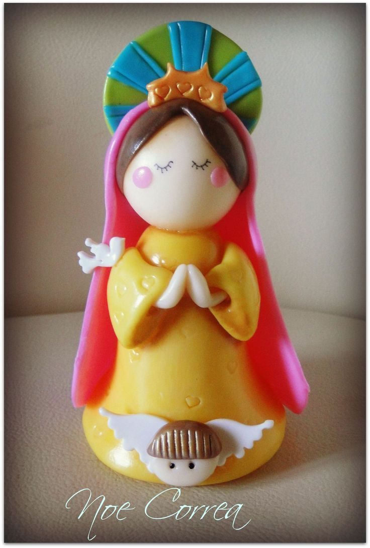 Virgencita en porcelana fría .-