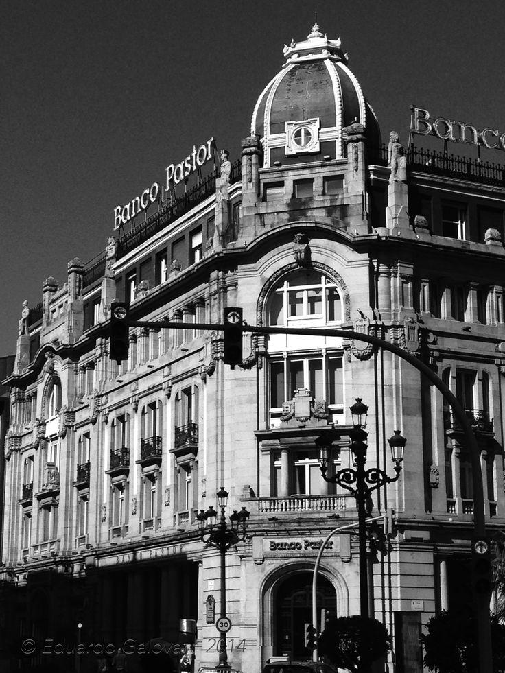 El edificio del banco pastor fue construido entre 1919 y for Oficinas banco pastor vigo