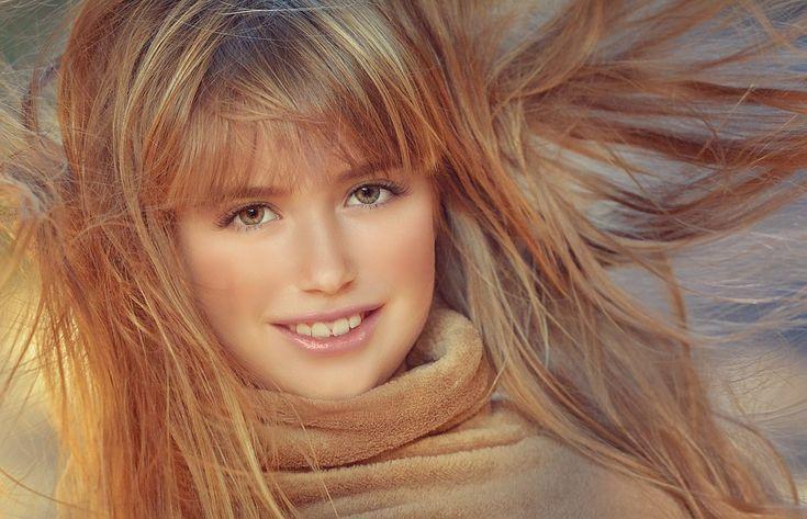 Účinný domácí šampón podpoří růst vlasů a současně zamezí jejich vypadávání Každá žena na světě touží mít perfektní vlasy. Jenže fénováním, rovnáním a barvením, vlasy poškozuje. Vliv na kvalitu vlasů je v těchto procesech zřejmý - vlasy jsou suché a poškozené.