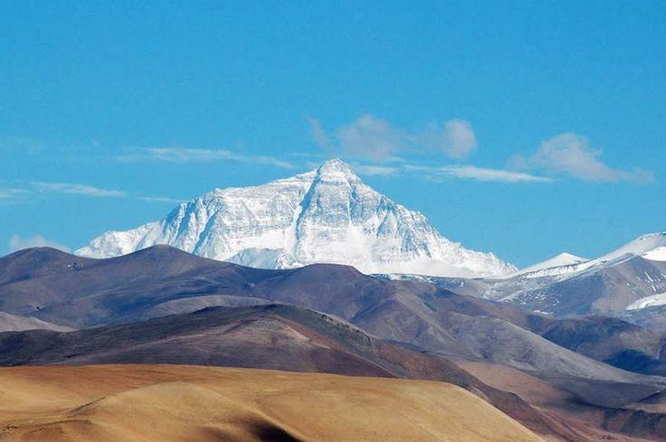 Muntele Everest, la graniţa dintre Tibet şi Nepal