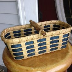 *Biscuit Basket - November free pattern from Joanna's Collections