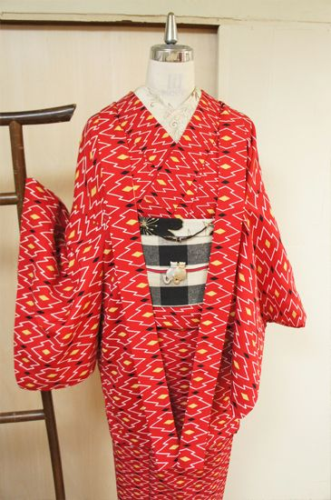 Ensemble Modern Design Wool sum red and black - the keynote by color stylish red and black □ ■ ya sister online shop ■ □ kimono / recycled kimono antique, design geometry, such as modern versions of the pattern diamond peel pine dyed (the set of kimono and haori) ensemble of wool issued.