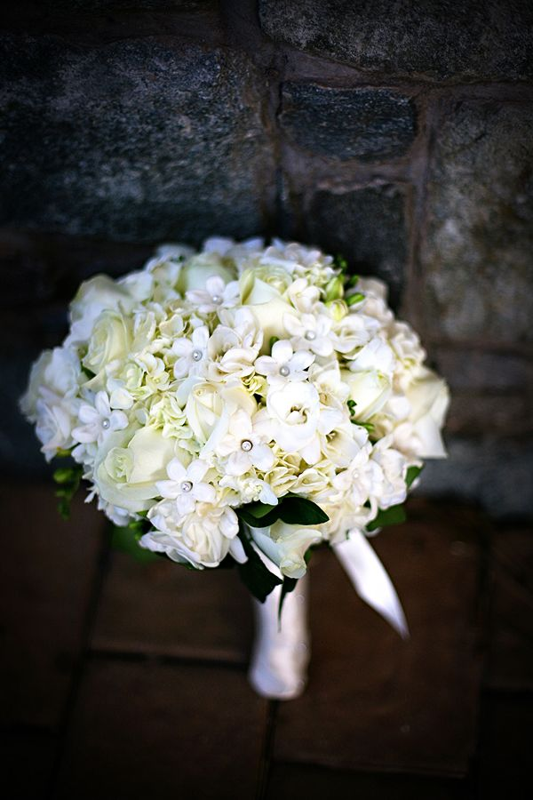 bukiet ślubnyBridal Bouquets, White, Chapple Flower, Bouquets Brides, Wedding Flower, Full Bouquets, Espectaculares Bouquets, Brides Bouquets, Bouquets Blog