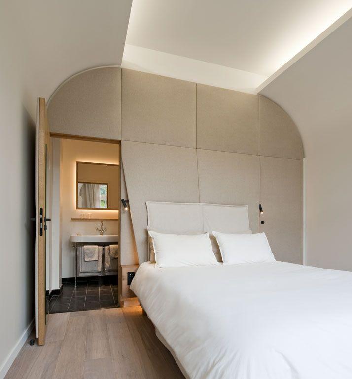 Altes Kloster in Anjou, Frankreich wurde in ein 4 Sterne Hotel umgewandelt. Schlichte Eleganz. Zum Wohlfühlen für einen Klinikaufenthalt oder ein´Wellnesswochenende.