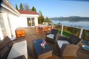 This self-catering holiday home is located on Håkøya Island, 17 km from Tromsø city centre.