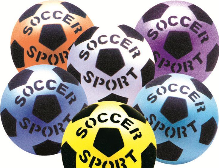 """Material: uma bola de borracha ou vôlei Os participantes deverão estar dispostos em círculo, um encostado ao lado do outro para que se forme uma """"parede"""". …"""