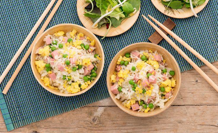 Un classico della cucina cinese, perfetto come piatto unico per le giornate estive: il riso alla cantonese!