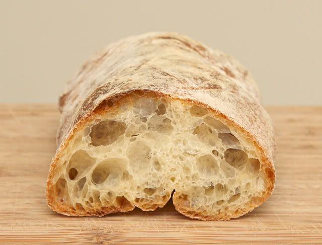 Пожалуй ни одному хлебу, даже багету, не досталось столько, сколько пришлось на долю чиабатты. Пулиш: 150 г. хлебной муки 150 г. воды 0.2 г. сухих быстродействующих…
