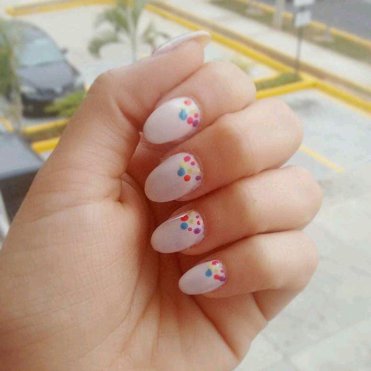 Para un jueves divertido uñas divertidas  Gracias al equipo de @gerardomorilloasesor por siempre consentirnos  #ovalnails  #nails  #artnails  #manicura