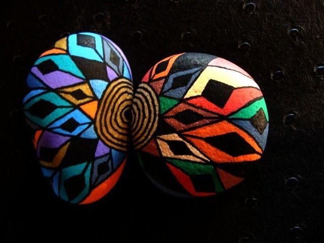 129, Les inséparables, galets peints à l'acrylique aux couleurs vives et multicolores, rouge, doré : Peintures par vague-a-l-art