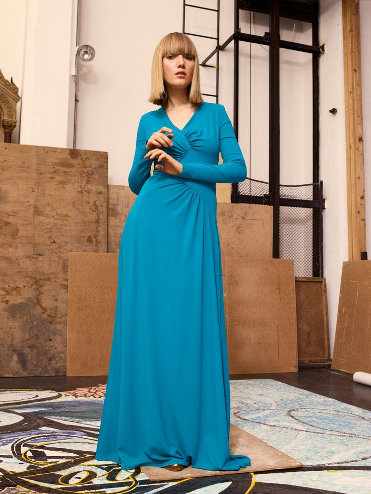 See the complete Talbot Runhof Pre-Fall 2017 collection.