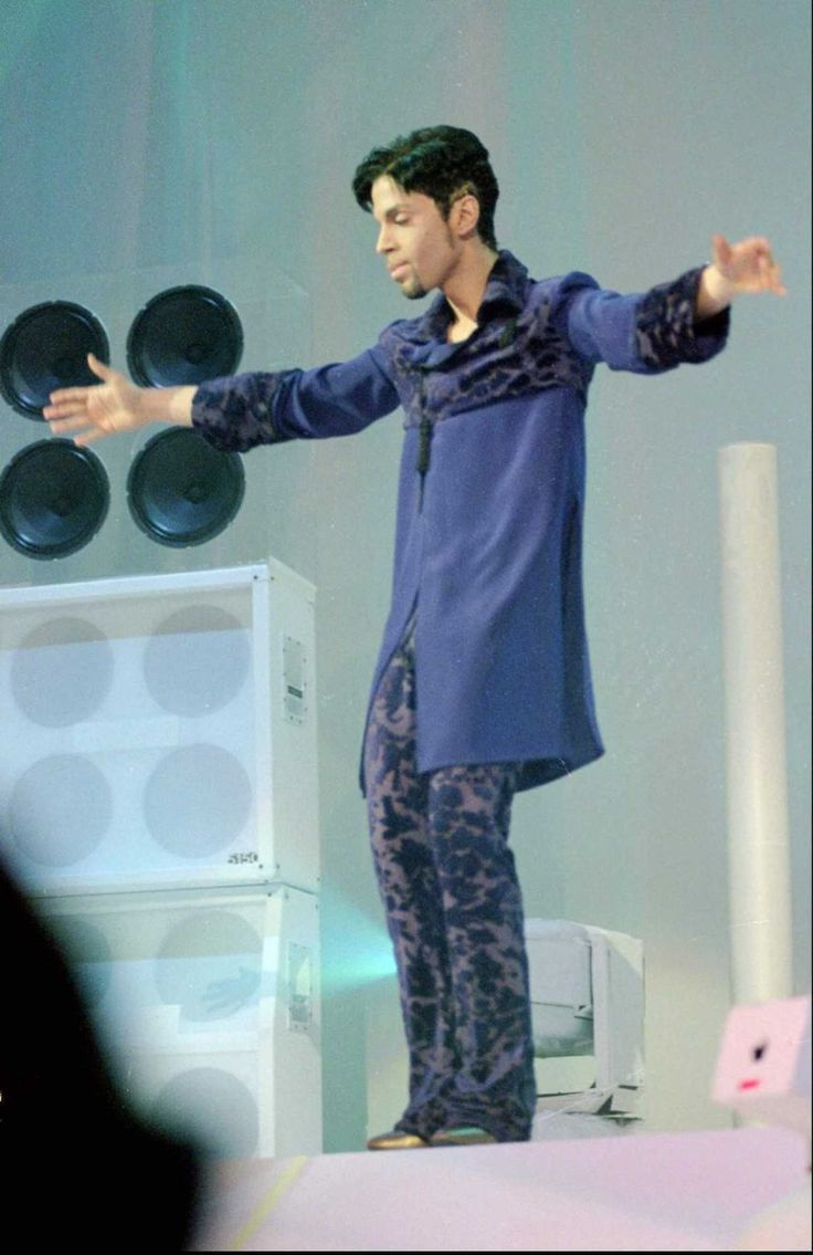 """The Artist Formerly Known as Prince performs at the debut of his album, """"Emancipation"""", at his Paisley Park studio in Chanhassen, Minn., on Nov. 12, 1996. The concert was broadcast live via satellite and was available on the Internet. (Credit: AP/ ADAM M. BETTCHER)"""