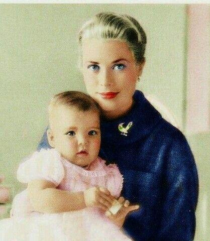 Caroline bébé avec la princesse Grâce de monaco. ..sa maman