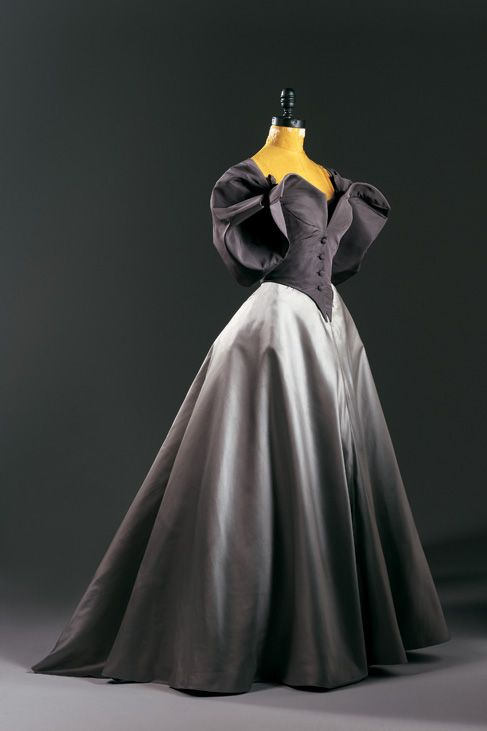 Charles James - an evening dress of mauve and grey, the colours of English half-mourning. Interesting yet rather macabre choice and as it so happens, James was an Englishman. KA
