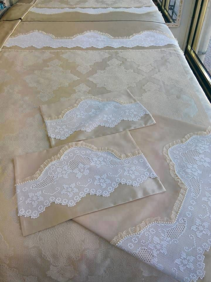 El işi ile yapılan çarşaf dantelleri günümüzde de kullanılıyor. Dantelleri çarşaf örnekleri ile yatak çarşaflarını süsleyebilirsiniz.