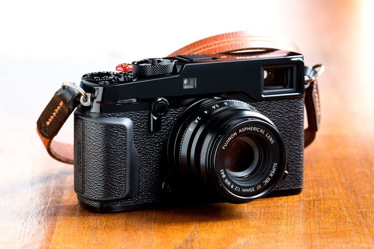 Fuji X-Pro 2 Street Photography Review  I put away my Leica for a month and shot with a Fuji X-Pro2 as my only camera. How did it fare? Quite well actually... Read my Fuji X-Pro2 street photography review for all the details!