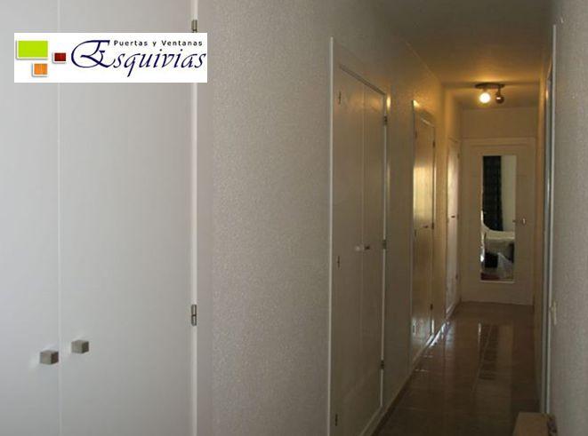 Armarios lacados en blanco; http://www.puertasyventanasesquivias.com/frentesdearmariocorrederos.html