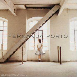Fernanda Porto est une artiste assez étrange qui malgré tout son talent n'a sorti qu'une poignée de disques depuis ce Fernanda Porto, un premier album très prometteur paru en 2002. Etant donné que tout ce qui rare est précieux, autant savourer chacune...
