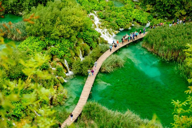 """The Plitvice Lakes National Park (Nacionalni park """"Plitvička jezera"""") in Croatia is likelythe most popular tourist attraction of the country and a UNESCO World Heritage site. It contains 16 lakes,..."""