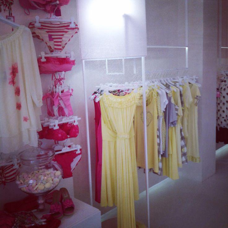 Lo vediamo sempre in verde, ma a che in giallo è fantastico!!! http://shop.pepitastyle.com/abiti-e-completi/audrey-abito-lungo.html#.U4-Ccn8ayK1