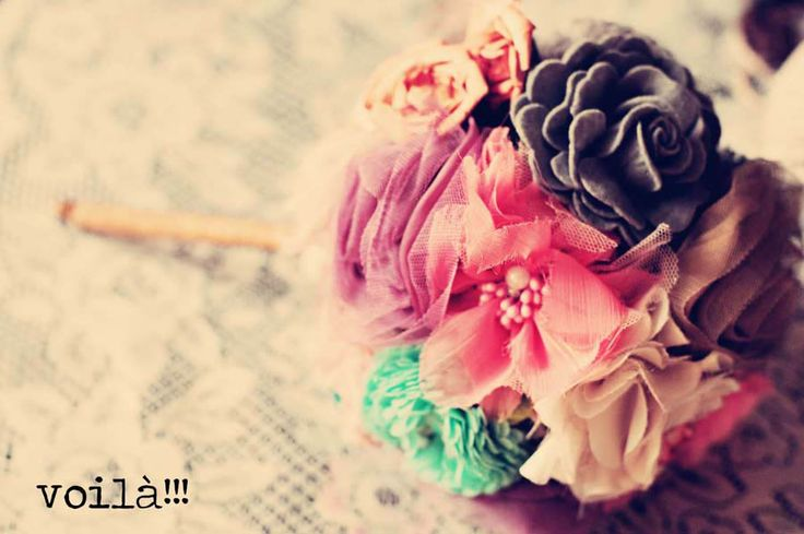Step by step tutorial on making a fabric flower bouquet (once the flowers are already made). Uses a whisk as the center to hold the flowers on...what a clever idea!