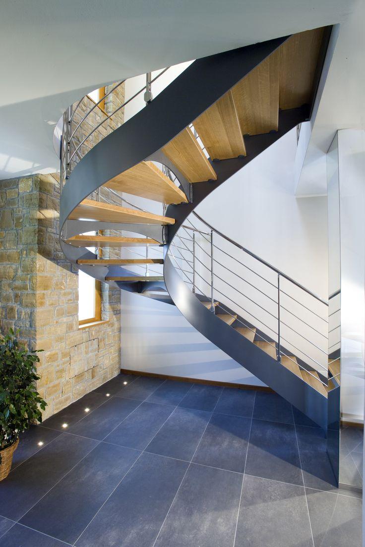 Escalier demi tournant limons lat raux marches en bois structure en acier d couvrez les - Limon escalier bois exterieur ...