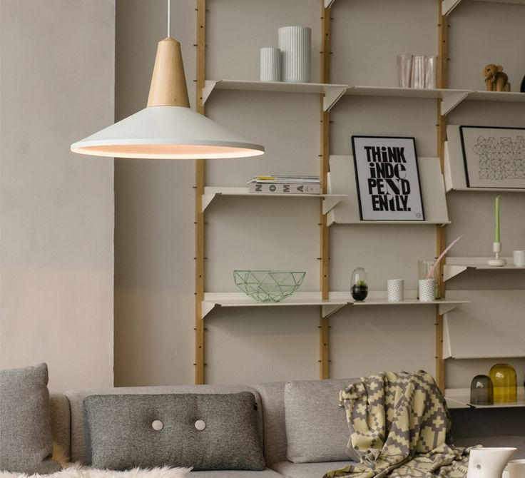Optez pour l'élégance scandinave de la suspension EIKON, aux couleurs douces et chaleureuses. #NEDGIS #DESIGN #Luminaire #Lighting #Suspension #pendant #light #Schneid #Eikon #Blue #Blanc #White #frêne #ash #bois #wood #Scandinave #Scandinavia #Allemagne #Germany #Living #room #salon #cuisine #Kitchen #Bed #chambre
