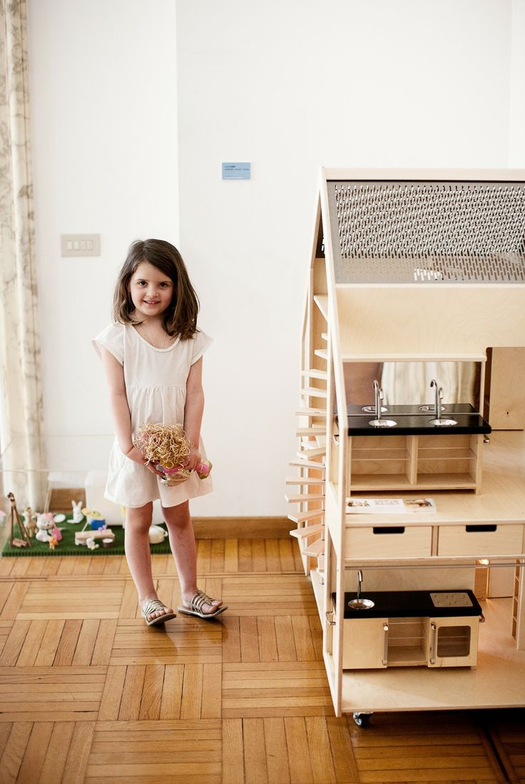 The LILIANE leading Dolls Villa for group play by 4 - 6 children. The LILIANE Dolls Villa on wheels is a sustainable living home for dolls of 30 centimeter. With a complete designer interior, a car ramp and three trays. Made of birch plywood - double transparent varnish - solid beech wood, stainless steel, plexiglass. http://liliane.eu/DollsVillaLeading.htm