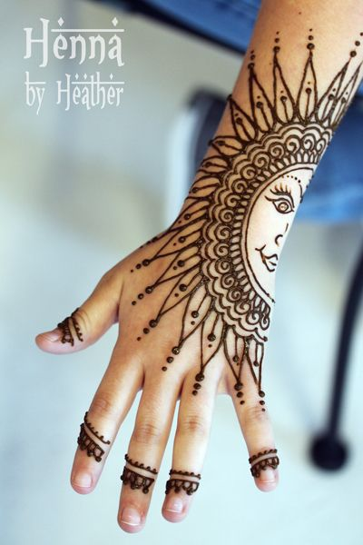 Henna by Heather created this sunny henna design that we can't get enough of #henna #tattoo