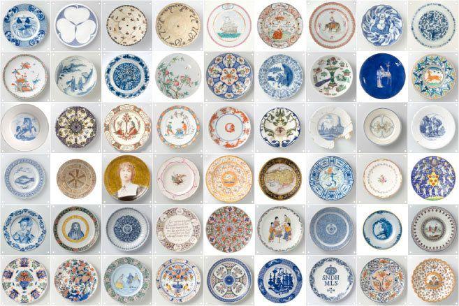 Ixxi. Eigentijdse roomdivider of wallpaper van origineel Rijksmuseum keramische borden.  De kaarten zijn dubbelzijdig bedrukt, hierdoor kun je zelf het patroon bepalen.    formaat  2 m2  50 kaarten (20 x 20 cm)    € 149,00    materiaal  Synaps, synthetisch papier  (vochtwerend en kreukvast)