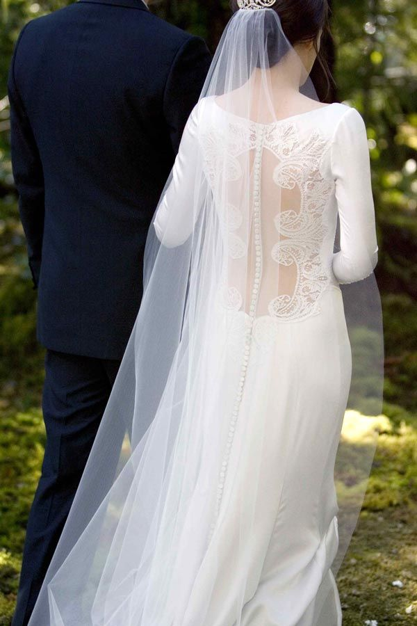 Breaking Dawn wedding: Wedding Dressses, Break Dawn, Lace Wedding Dresses, Chantilly Lace, Bella Swan, Twilight Saga, Twilight Wedding, The Dresses, Back Details