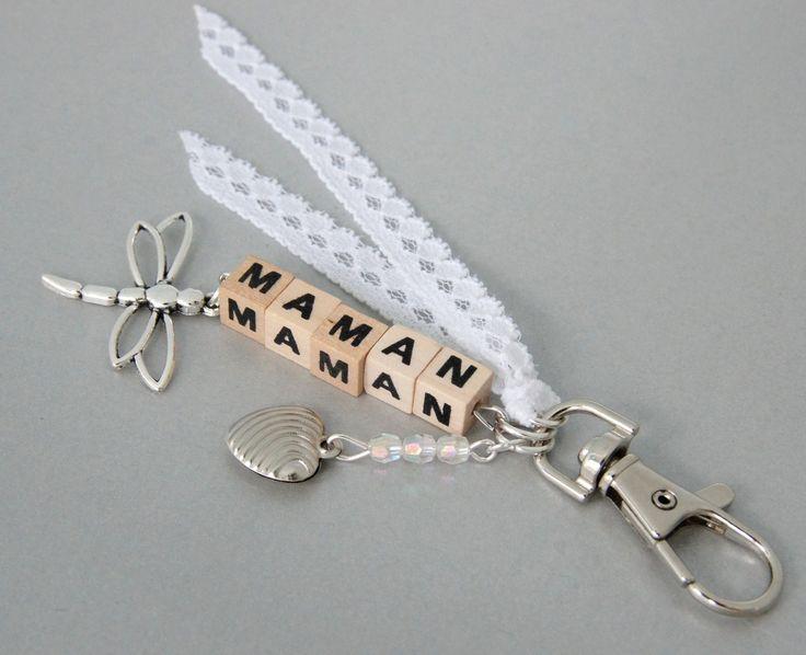Porte-clés maman romantique, lettres bois : Porte clés par lescreationsdetagada